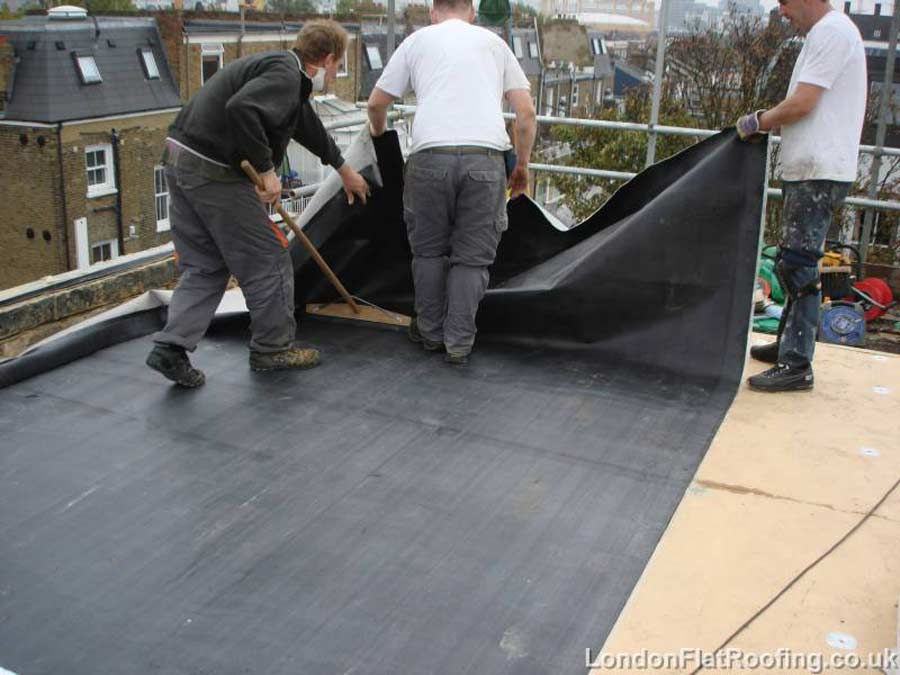 EPDM-flat-roof-fulham-laying-sheet1